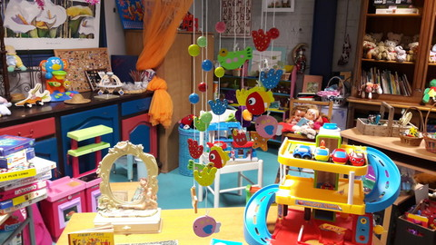 Un coin jeux/jouets/puériculture pour les enfants